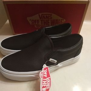 KID'S NEW IN THE BOX CLASSIC SLIP-ON VANS SHOES